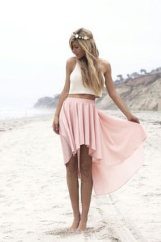 Beach outfit: white crop top with a pink high-low skirt :) Passion For Fashion, Love Fashion, Fashion Beauty, Womens Fashion, Dress Fashion, Style Fashion, Bohemian Fashion, Fasion, Fashion Clothes