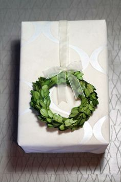 Christmas wrap with fresh boxwood wreath/designsgirl – Boxwood Wreath İdeas. Christmas Wrapping, Christmas Presents, Christmas Crafts, Boxwood Wreath, Embellishments, Wraps, Gift Wrapping, Fresh, My Favorite Things