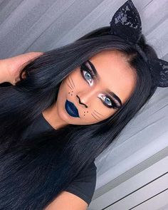 Unique Cat Makeup with Blue Lip ColorYou can find Cat halloween makeup and more on our website.Unique Cat Makeup with Blue Lip Color Simple Cat Makeup, Cat Eye Makeup, Unique Makeup, Hair Makeup, Beauty Unique, Beauty Makeup, Makeup Lips, Prom Makeup, Cat Halloween Makeup