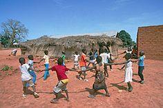 Niños y niñas en la región guineana de Cacheu, Guinea Bissau