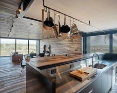 Ngôi nhà có thiết kế tinh tế hài hòa với cảnh quan