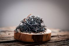 Wild Bush back is at O5! Come in and enjoy multiple infusions of this deliciously sweet Chinese black tea or take home a tin to drink at home #blacktea #chinesetea #teabar #o5tea #kitsilano  Photography by @sewaricampillo