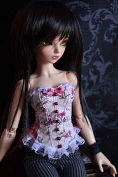 Flowery corset for MiniFee and similar size dolls by Nekochaton. €50,00, via Etsy.