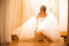 ブライズルームで撮りたい〔お支度ショット〕の人気シーン8選   marry[マリー] Beautiful Japanese Girl, Wedding Photos, Wedding Dresses, Waiting, Room, Fashion, Marriage Pictures, Bride Dresses, Bedroom