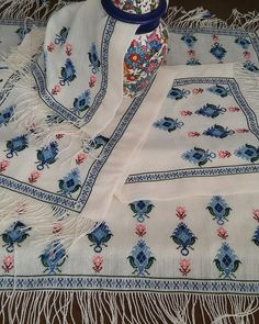 Handmade Crafts, Diy And Crafts, Palestinian Embroidery, Turkish Art, Bob Ross, Bargello, Slouchy Tee, Ribbon Embroidery, Traditional Art