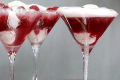 Framboesa-Champagne Fizz: Onças 10 framboesas frescas ou congeladas (descongeladas se congelado) 1 colher de chá de suco de limão Colheres de sopa de açúcar orgânico 3 Colheres 2 Chambord ou licor de cassis Método Onças 1 litro de sorvete de baunilha 18 framboesas frescas 1 garrafa de champanhe ou vinho espumante