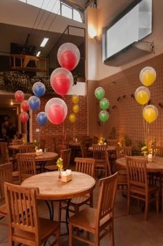 centro de mesa de bexigas Mario Birthday Party, Carnival Birthday, Birthday Party Themes, Die Dinos Baby, Barn Parties, Little Mermaid Birthday, Pokemon Party, Birthday Numbers, Birthday Design