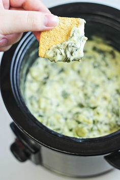 Make everyone's taste buds go wild for this delicious Slow Cooker Spinach and Artichoke Dip Recipe! Appetizer Recipes, Dip Recipes, Holiday Appetizers, Holiday Recipes, Recipies, Appetizers For Super Bowl, Super Bowl Food Party, Super Bowl Recipes, Super Bowl Dips