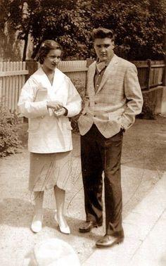 Elvis with his secretary and girlfriend, Elisabeth... - Elvis Presley