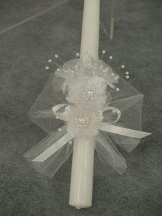 ¡Hermosas velas para ceremonia de bautismo de los bebés! Colores: Blanco/blanco, blanco, azul, blanco/rosa Presentado en una caja de regalo hermoso blanco con ventana de vea canal, para la preservación de recuerdos, o para pasar hacia abajo a los bebés de la familia. Medidas: 9 x 7/8
