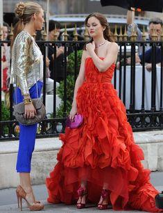 Gossip Girl, Serena Serena van der Woodsen and Blair Waldorf Gossip Girls, Gossip Girl Dresses, Mode Gossip Girl, Estilo Gossip Girl, Gossip Girl Blair, Gossip Girl Quotes, Gossip Girl Outfits, Gossip Girl Fashion, Girls Dresses