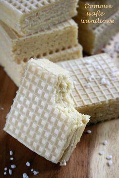 Łatwy domowy smakołyk, szkoda tylko że ceny masła tak wzrosły, bo już nie tak tani. Tak czy siak mamy z tego 16 sporych wafelków. Mimo wyso...