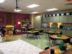 Tunstalls Teaching Tidbits: Classroom Tour This is by far the most calm and organized classroom that I've seen. Love this room! Early Years Classroom, High School Classroom, English Classroom, New Classroom, Classroom Setting, Reggio Classroom, Classroom Tools, Classroom Supplies, Kindergarten Classroom
