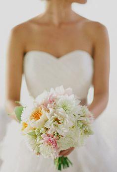 Soft colors #bridalbouquet #weddingflowers