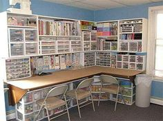 Scrap room...Oh boy, does this person have the right idea!! Everything right at your fingertips!