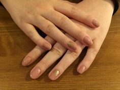 Elegant mininal nail design - CN one step crsytalac OS64 for base and golden glitter detail