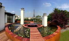 Few gardens and decks offer a view as stunning as this in Paris!