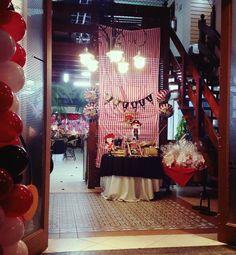 Mesa decorada para a entrada do buffet