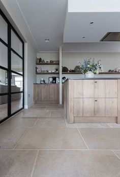 Agencement Cuisine : Realisaties Realisaties Sharing is caring, don't forget to share ! Home Decor Kitchen, Kitchen Interior, Home Kitchens, Kitchen Design, Kitchen Floor Plans, Kitchen Flooring, Limestone Flooring, Travertine, Best Flooring