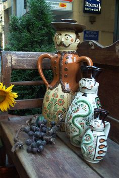 i'm liking these, lots of possibilities. Popular Art, Arte Popular, Hungary History, Potters Clay, Clay Figures, Sgraffito, Pottery Designs, Ceramic Design, Budapest Hungary