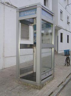 http://www.yofuiaegb.com/wp-content/uploads/2013/06/cabina-telefono.jpg Durante mucho tiempo las usaba sujetando la puerta para que no se cerrase...¡Qué miedo! jaja