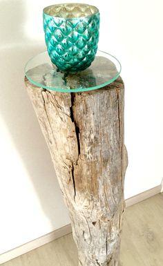 """""""Stammhalter"""" aus Treibholz mit handgeschliffener Glasplatte für schöne Dinge. Massives Treibholz aus Norwegen. Unbehandeltes Einzelstück. #driftwoodarts #treibholz #driftwood"""