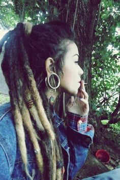 Her dreadlocks are so long and pretty. I love dreads on girls Dreads Styles, Curly Hair Styles, Natural Hair Styles, Dreadlocks Girl, Locs, Dreadlock Rasta, Dreadlock Hairstyles, Messy Hairstyles, Thick Dreads