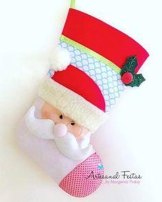 7 Botas Natalinas em Feltro - Molde para artesanato Felt Stocking, Christmas Stockings, Holiday Decor, Home Decor, Holiday Crafts, Holiday Decorating, Christmas Decor, Made By Hands, Crafts