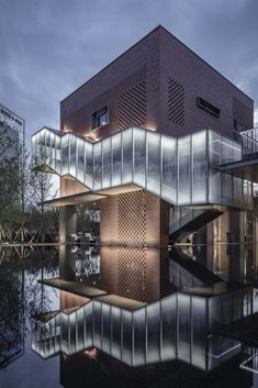 Completed in 2019 in Xian, China. Images by Yang Yuan, Shengzhao Shu. Xi'an Huayu Dongyuan Yuejing Kindergarten perfectly integrates the city& lamplight and ancient aesthetics rhyme with modern architectural conception. Architecture Durable, Architecture Résidentielle, Modern Architecture Design, Minimalist Architecture, Facade Design, Futuristic Architecture, Sustainable Architecture, Modern Buildings, Architecture Drawing Art