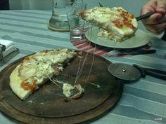 Pizza casera de jamón y queso
