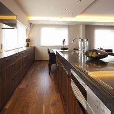 高台に建つ都心のセカンドハウス(リノベーション)の部屋 キッチン3