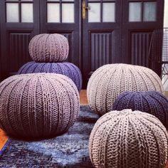 Pufa dziergana HK Living w kolorze białym, Crochet Pouf, Knitted Pouf, Crochet Ball, Knit Or Crochet, Modern Crafts, Knit Pillow, Seat Cushions, Home Accessories, Bean Bag Chair