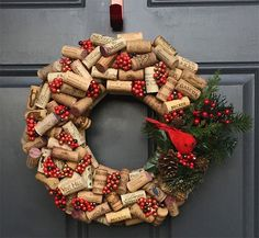 Among all the ideas for unique Christmas decorations we will show you how to make a cork wreath for Christmas. Unique Christmas Decorations, Christmas Wreaths To Make, Rustic Christmas, Christmas Crafts, Modern Christmas, Christmas Games, Simple Christmas, Christmas Ornaments, Wine Craft