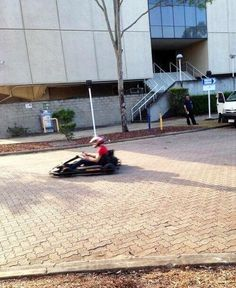Zayn go karting outside the arena in Brisbane. I NEED HQ PICS ASAP PLEASE ESPECIALLY CAUSE HE'S WEARING RED
