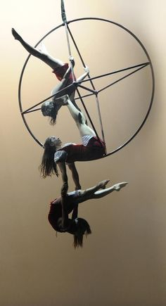 Find tips, inspiration and info for all the beginners, performers and instructors concerning Aerial Arts-Acrobatics & Pole Dance Fitness. Aerial Acrobatics, Aerial Dance, Aerial Hoop, Aerial Arts, Aerial Silks, Pole Dance, Circus Art, Circus Theme, Circus Tents