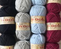 Twilleys Freedom Wool Super Bulky 4.99 +1.25ea Ship - 54yds + Patterns. Ebony 1124-Oyster 1122-Ice Blue 1121-Vintage Rose 1115. Felts Nicey!