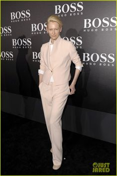 tilda swinton ryan phillippe boss fashion show in beijing 01 She is perfection!