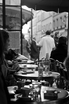 pariisi: One of many Parisian cafes by ivette alvarado Cafe Bistro, Cafe Bar, Coffee Cafe, Coffee Shop, Cafe Concert, Outdoor Cafe, French Cafe, Belle Villa, Monochrom