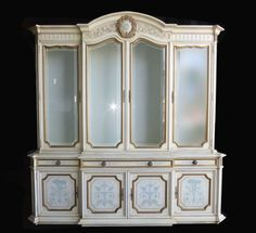 Vintage KARGES Venetian Style Ornate Gold Gilt CHINA CABINET Hutch Breakfront #FrenchCountryCottageProvincial #Karges