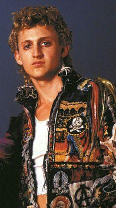 Mark Marco Thompson The Lost Boys 1987 Lost Boys Movie, The Lost Boys 1987, Cult Movies, Scary Movies, Films, Lost Boys Tattoo, Horror Tattoos, Alex Winter, Real Vampires