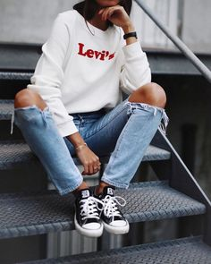 Spring New York Outfit Idea White Sweatshirt And Knee Ripped Jeans 2019 Spring New York Outfit Idea White Sweatshirt And Knee Ripped Jeans 2019 Spring New York Outfit Idea White Sweatshirt And Knee Ripped Jeans 2019 Street Style Outfits, Fashion Outfits, Ootd Fashion, Fashion Check, Geek Fashion, Denim Fashion, Street Fashion, Womens Fashion, Fashion Trends