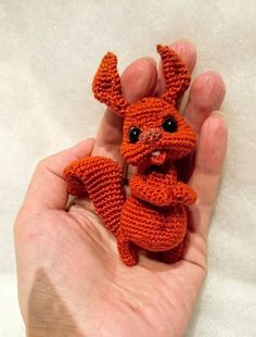 Three little fish crochet appliques- a free pattern It is time for a new crochet applique including free pattern. But in this case I do not limit it to just one. You can find in this article three little fish crochet appliques. With these three smal… Crochet Teddy, Crochet Bear, Cute Crochet, Crochet Dolls, Crochet Fish, Crochet Animal Patterns, Amigurumi Patterns, Crochet Symbols, Crochet Elephant