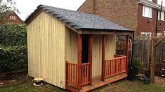 On dirait une petite remise bien ordinaire jusqu'à temps qu'on entre dans celle-ci Shed, Outdoor Structures, Plus Jamais, Gardens, Homemade Oven Cleaner, House On Stilts, Wooden Playhouse, Shed Houses, Barns