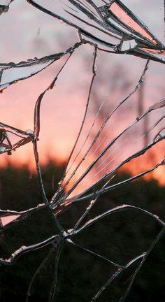 La fiducia assomiglia ad uno specchio. Se si rompe, sarà rotto per sempre. Puoi cercare di aggiustarlo, ma non tornerà mai più come prima. R...