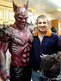 """Double Drake! Dominic Purcell and stunt double posing for vampire film """"Blade: Trinity"""" (2004)"""