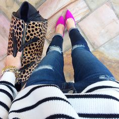 Jeans, animal print purse, pink shoes and striped sweater Southern Curls And Pearls, Pink Pumps, Pink Flats, Pink Heels Outfit, Magenta Heels, Look Fashion, Fashion Outfits, Casual Chic, Autumn Winter Fashion
