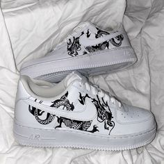 Classic Dragon Air Force by thecustomsneakerco Tenis Air Force, Zapatillas Nike Air Force, Nike Air Force One, Air Force One Shoes, Air Force Sneakers, Cute Nike Shoes, Cute Nikes, Nike Air Shoes, Sneakers Nike