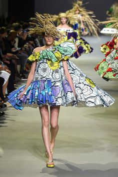 Viktor & Rolf Spring 2015 Couture - with Kia Low model (Next) - Collection - Gallery - Style.com
