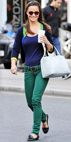 Pippa Middleton may be Princess Catherine's younger sister, but she is no stranger to great style! Look at this super casual and cute picture of her out and about!