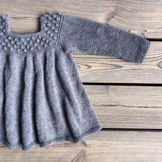 ... Or with sleeves for colder days. #patterninthemaking #knitting #knitteddress #knitting_inspiration #knitforkids #barnestrikk…